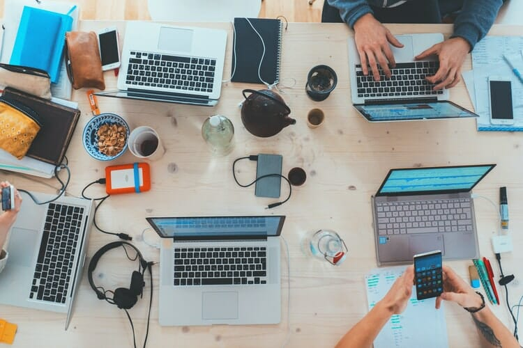 Freelancer vs Agency: Pros, Cons, and Alternatives for Your Design Work - DY Blog